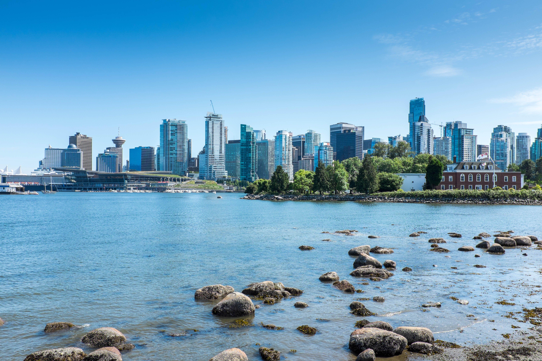 Blick von der Seawall auf Vancouver Downtown