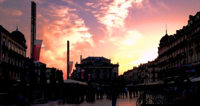 La Place de la Comédie, Montpelliers Herzstück bei bester Abendstimmung