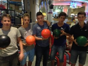 2016-excursion+bay_street_bowling_hard_rock+students1+group_pics1