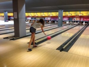2016-excursion+bay_street_bowling_hard_rock+students3