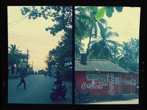 Links: Abendstimmung / Rechts: Ein Coca-Cola-Haus in Indien