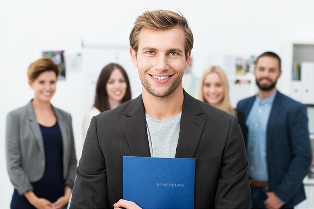 Jobs Work and Travel junger Mann Bewerbung